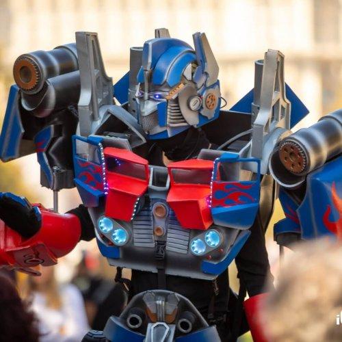 Robotul Optimus Prime in Romania